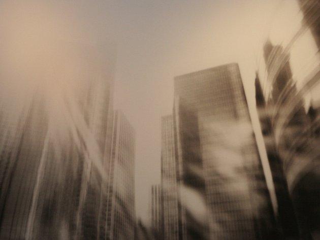 JINÁ REALITA. Darina Kmeťová fotografuje vlastnoručně vyrobeným přístrojem camery obscury.