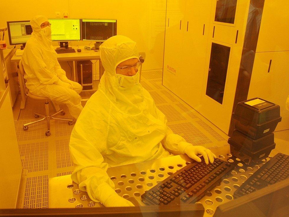 Na jednom místě tolik špičkových vědeckých přístrojů jako na několika světových univerzitách. Včetně unikátní čisté laboratoře. To vše je součástí nově otevřeného vědeckého centra Ceitec Vysokého učení technického v Brně.