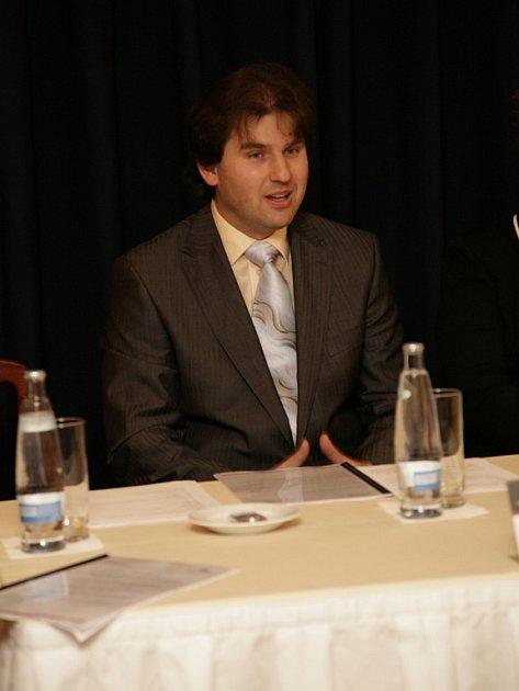 Na tiskové konferenci k prvnímu ročníku festivalu Janáčkovo Brno, který brněnská divadla hostila loni v listopadu, se Hanus svěřil se svými dojmy z nastudování opery Příhody lišky Bystroušky. Spolupracoval na ni s režisérem Jamesem Conwayem.