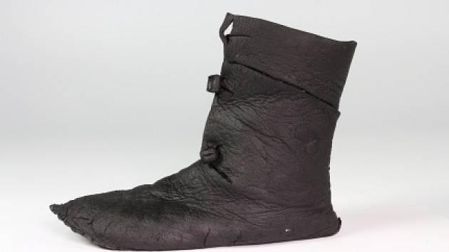 Odborníci ze společnosti Archaia úspěšně zachránili a zrekonstruovali středověkou botu.