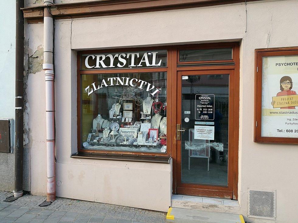 Kvůli vládním opatřením zůstávají mnohé obchody v centru Vyškova stále zavřené.