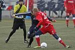 Zbrojovka (v červeném Michal Škoda) prohrála úvodní zápas Tipsport ligy s Jihlavou 0:4.