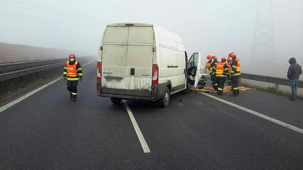 Nehoda dodávky a kamionu na 179. kilometru D1 ve směru na Prahu.