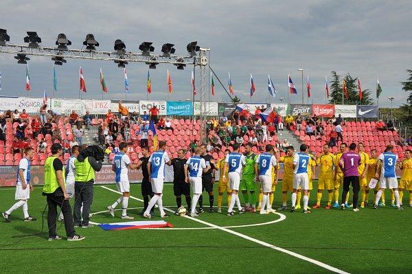 Češi si zahrají obronz, obhájcům titulu zRumunska podlehli až po penaltách.