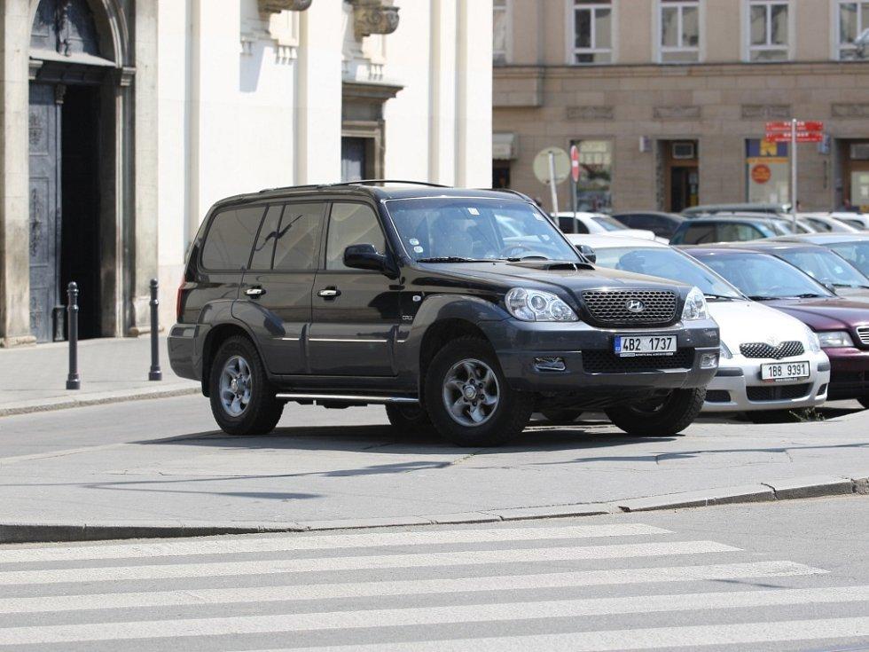 Špatně zaparkovaná auta