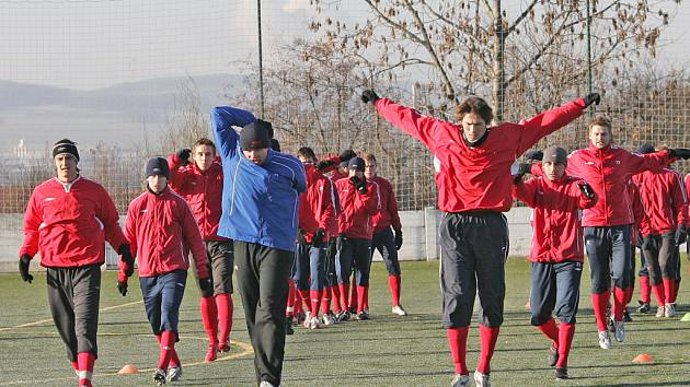 První trénink fotballistů Brna vedl nový trenér Miroslav Beránek se svými asistenty.