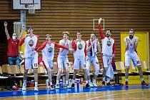 Basket Brno se raduje z vítězství.