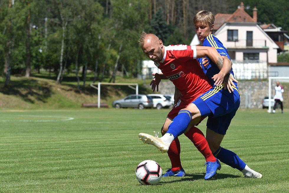 Přípravný zápas mezi Zbrojovkou Brno (červená - Peter Štěpanovský) a Jihlavou (modrá)