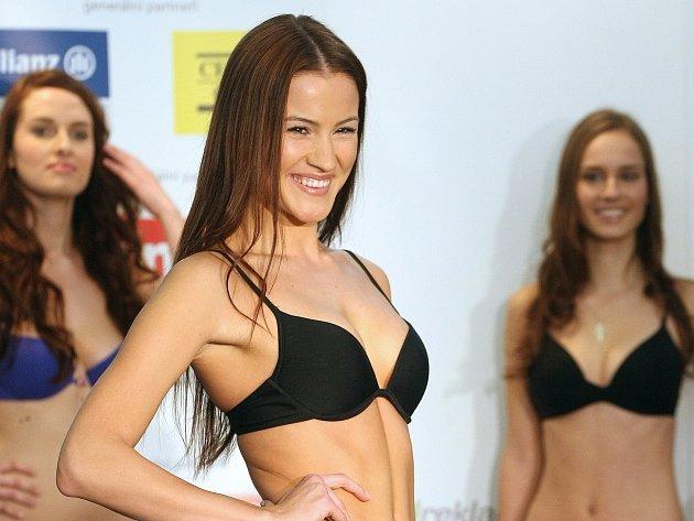 V obchodním centru Olympia na Brněnsku porotci vybírali semifinalistky soutěže Česká Miss 2014.
