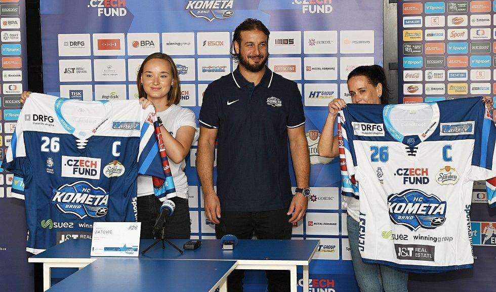 Kometa představila na předsezonní tiskové konferenci dresy pro novou sezonu.
