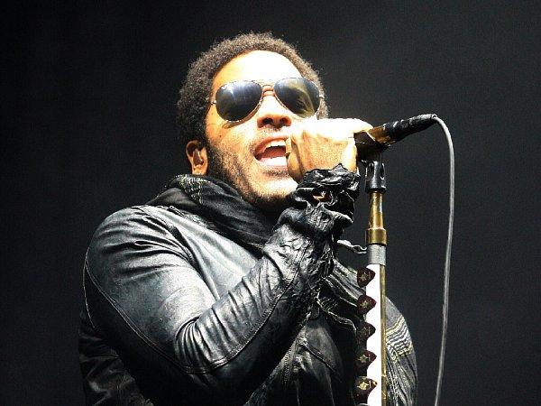 Lenny Kravitz pobavil Brňany inavzdory vytrvalému dešti.