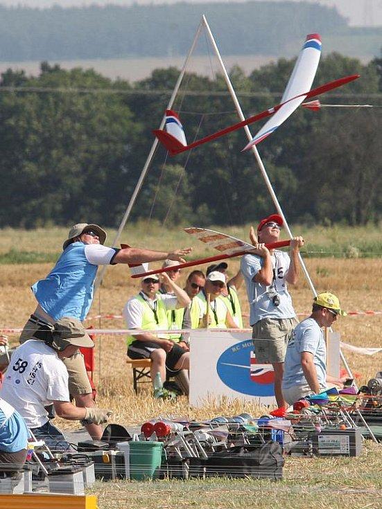 Mistrovství světa rádiem řízených větroňů v Budkovicích.