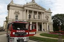 Nácvik požárního poplachu v Mahenově divadle.