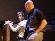 Poslední zkoušky před sobotní premiérou inscenace O myších a lidech v těchto dnech absolvují herci Městského divadla Brno v čele s režisérem Petrem Gazdíkem.