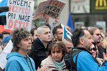 Na demonstraci proti islámu přišlo ve středu odpoledne na náměstí Svobody v Brně podle mluvčího městské policie Jakuba Ghanema kolem 1500 lidí. Přijelo i 70 motorkářů.
