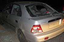 Cizinec si v Kuřimi v rozčílení rozbil vlastní auto. Jinému muži vyhrožoval.