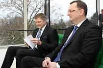 Diskuze v pořadu Otázky Václava Moravce se v brněnské vile Tugendhat zúčastnili předsedové vlád České republiky a Slovenska Petr Nečas a Robert Fico.