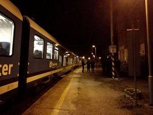 Ve vlaku z Brna do Adamova došlo k vraždě