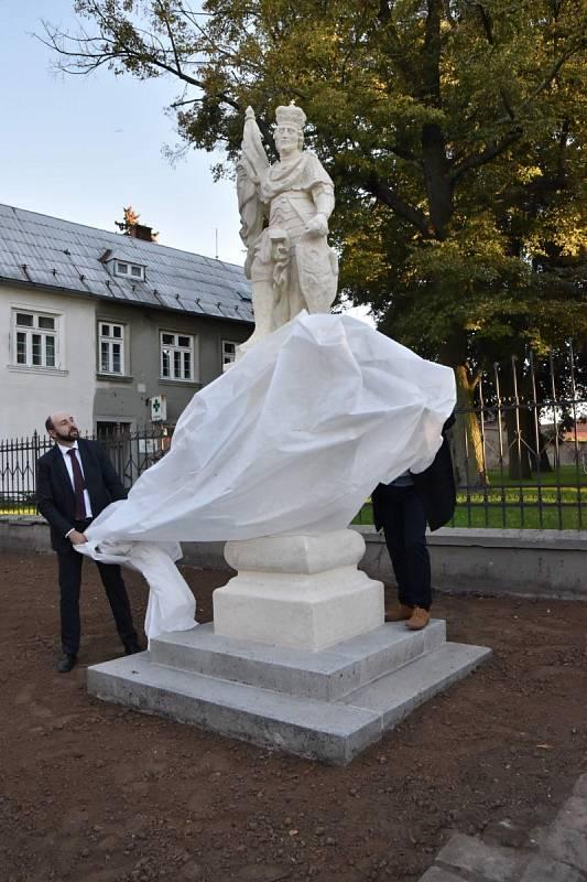 Barokní sochy sv. Floriána a Václava v Moravské Nové Vsi z první poloviny 18. století. Památka po restaurátorských pracích.