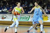 Edita Šujanová (vlevo).