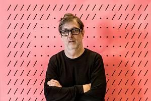 Jednou z monografických výstav bienále bude retrospektiva věnovaná Aleši Najbrtovi, jednomu z nejvýznamnějších grafických designérů současnosti.