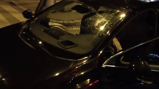 Děti v Brně si půjčily auta prarodičů. Školačka pak ujížděla policii a nabourala