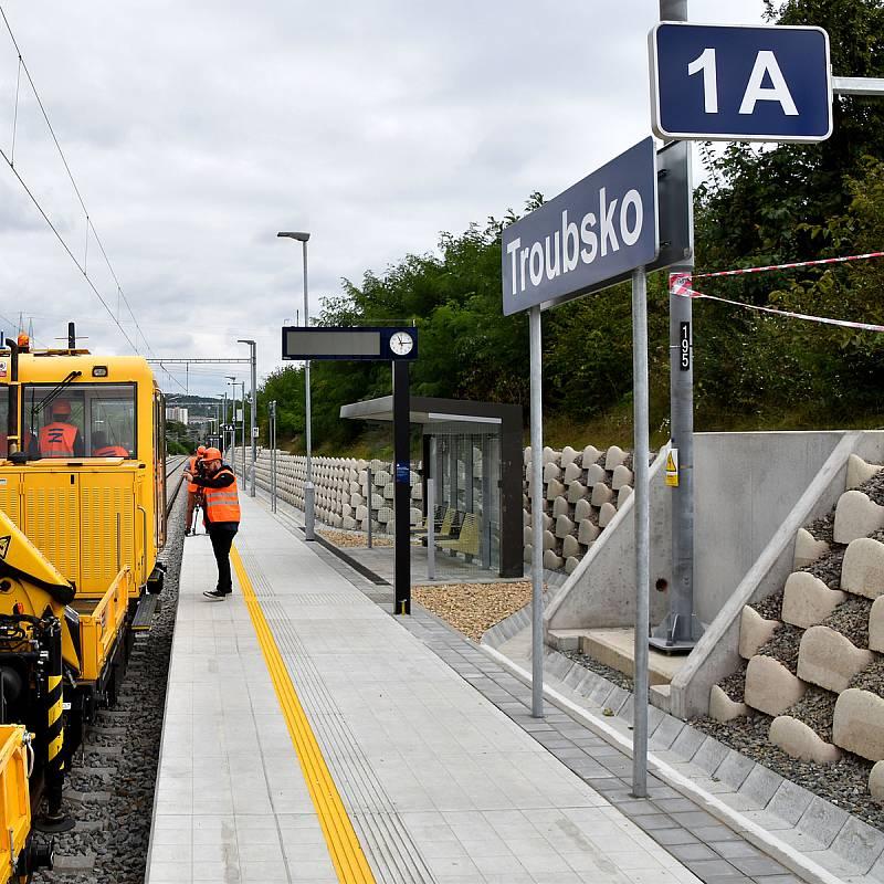 Vlaky se po prázdninové výluce vracejí na trať z Brna do Střelic.