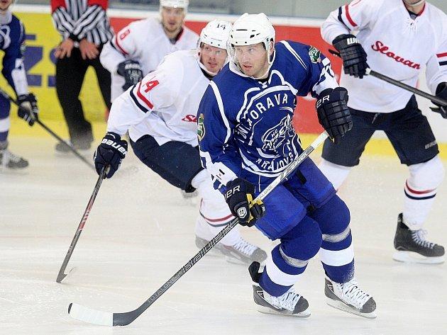 Hokejový útočník Petr Ton.