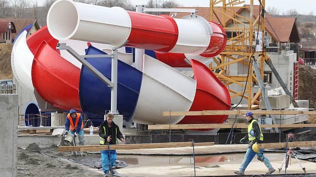 Stavba největšího tobogánu v ČR v Aqualandu Moravia