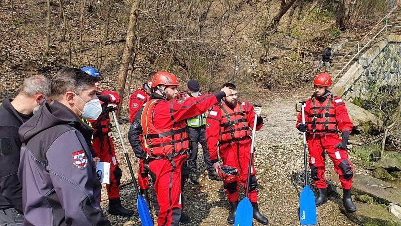 Pátrání po pohřešovaném Tomášovi z Brna skončilo tragicky. Jeho mrtvé tělo našli po třech týdnech marné snahy v řece Svratce.