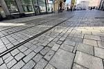 Nerovnoměrný povrch silnice v ulici Masarykova.