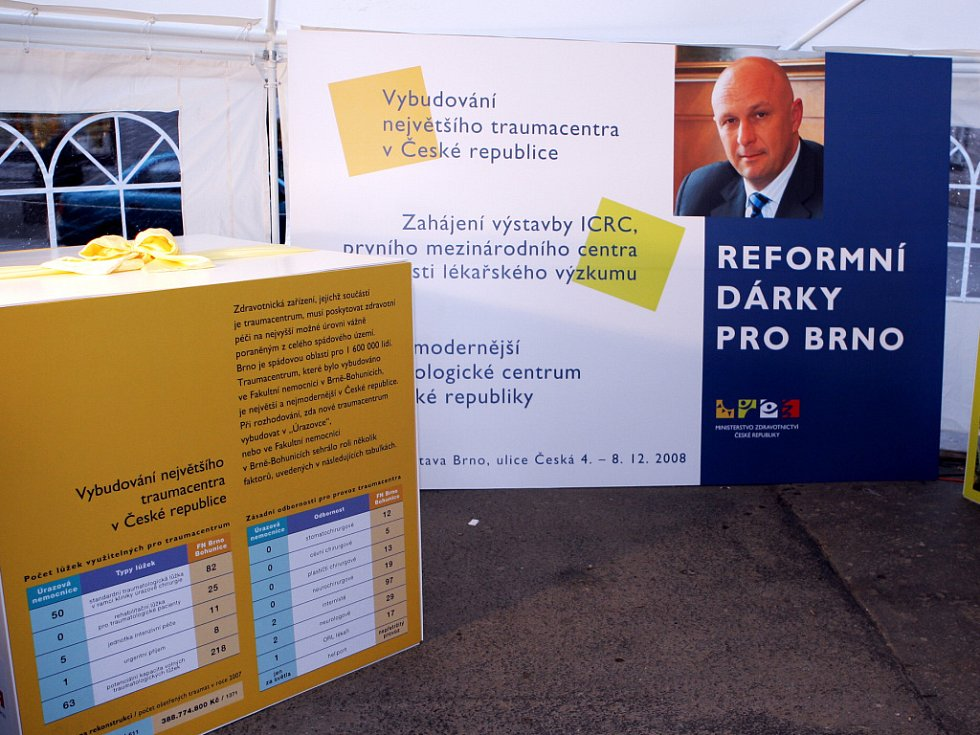 Ministr zdravotnictví Julínek věnoval Brnu tři reformní dárky.