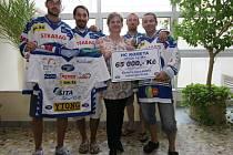 Hokejisté Komety podpořili nemocné děti.