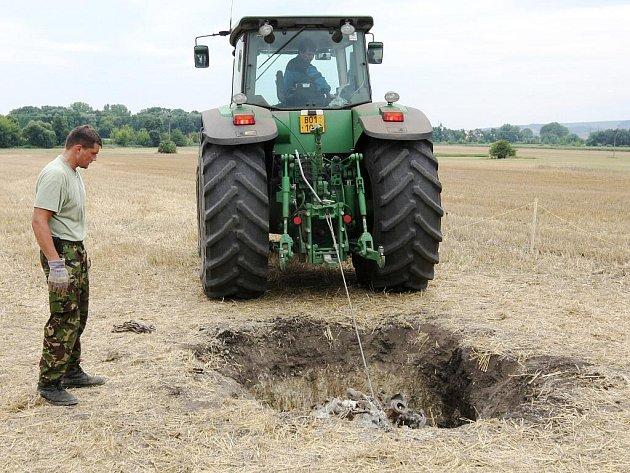 V Telnici odkrývali asi osmisetkilový motor z německého letadla Messerschmitt BF 109 K-H.