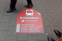 Hledání zastávek náhradní autobusové dopravy při uzavírce Dornychu lidem usnadní nové nálepky brněnského dopravního podniku.