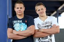 Bratři Matěj vlevo a Tomáš Kozubkovi – dálkové plavání.