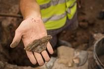 Archeologické vykopávky na parkovišti za besedním domem. Ilustrační foto.