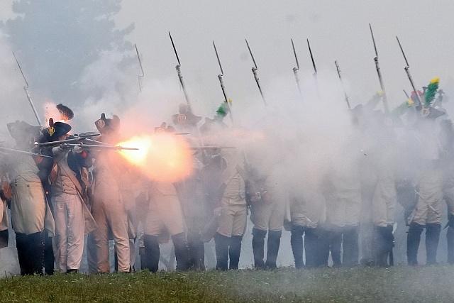Podobné výjevy na historických bitvách by mohly patřit minulosti.