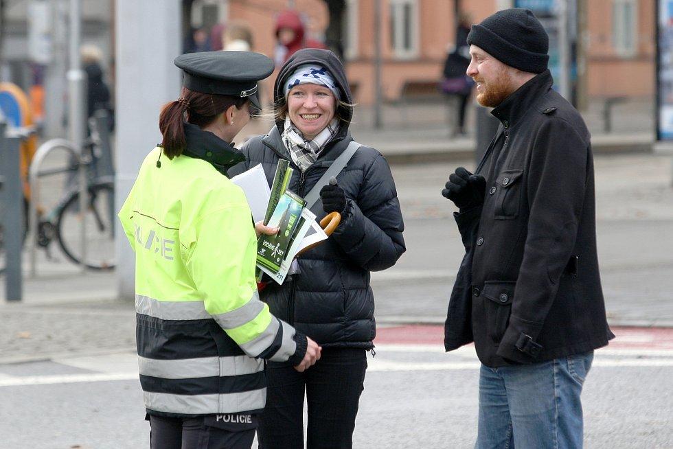 Brno, Moravské náměstí 4.2.2020 - preventivní akce Policie ČR zaměřená na viditelnost chodců v silniční dopravě