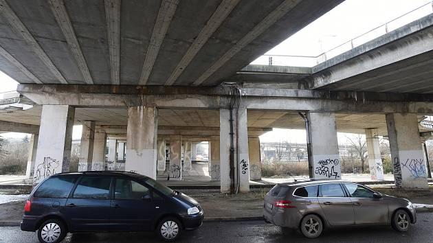 Koroze i díry. Oprava mostu v brněnské ulici Otakara Ševčíka začne ještě letos