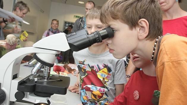 Dotkni se vědy v bohunickém univerzitním kampusu.