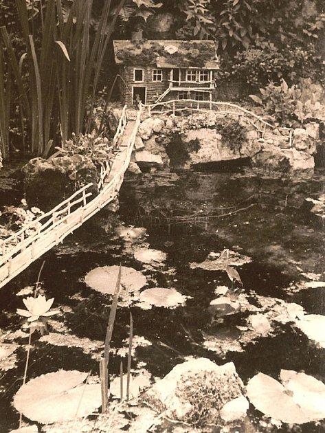 MEZI VÁLKAMI. Park na Réně v Ivančicích letos oslavil sto jedenadvacet let. Podle fotek z třicátých let by ho dnes těžko někdo poznal.