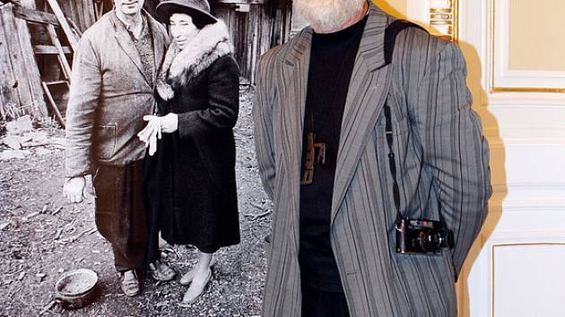 Fotograf Jindřich Štreit. K této fotografii má výjimečný vztah. Zachycuje jeho rodiče v Těchanově.