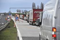 Dopravní kolona na dálnici D2.