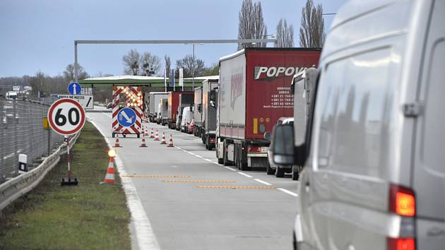 Zase zdržení na D2: řidiči projedou na Brno v jednom pruhu