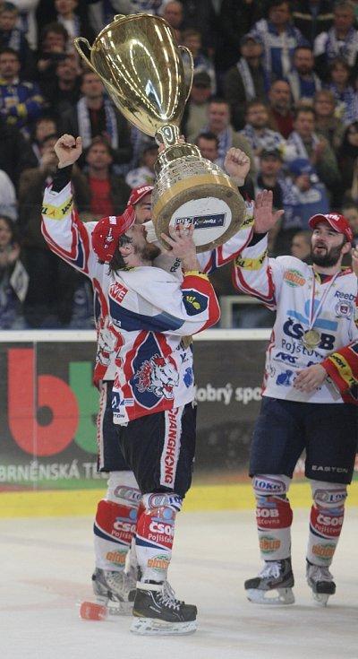 Dokonáno. Pardubice slaví extraligový titul.