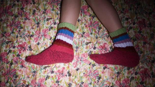 Ponožky a bačkory staré babičky.