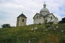 Zvonice a kaple Sv. Šebestiána.