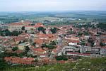 Pohled na Mikulov z vrcholu Svatého kopečku.
