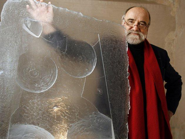 Netradiční skleněné sochy a plastiky od Jána Zoričáka.